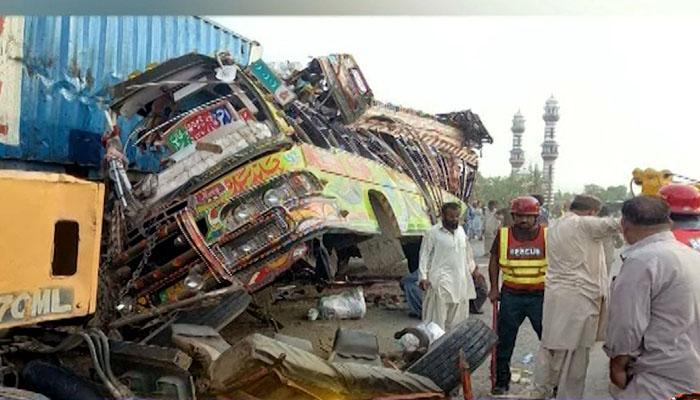 ڈیرہ غازی خان، بس اور ٹرک میں ٹکر، 28 افراد جاں بحق