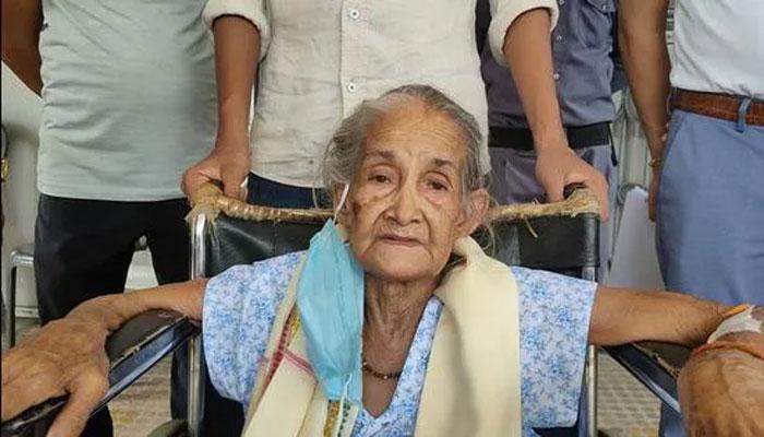 بھارت: آسام میں 97 سالہ معمر خاتون بارہ روز تک کورونا سے نبرد آزما رہنے کے بعد صحتیاب