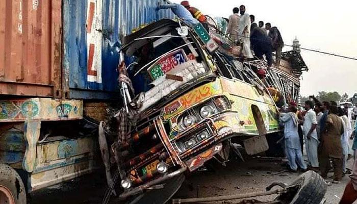 ڈی جی خان بس حادثے میں جاں بحق 25 افراد راجن پور کے تھے