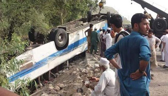 اوکاڑہ کینٹ کے قریب بس الٹنے سے4 افراد جاں بحق ، 21 زخمی