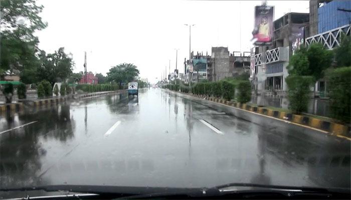 فیصل آباد: بارش میں حادثات، بچہ جاں بحق، 6 افراد زخمی