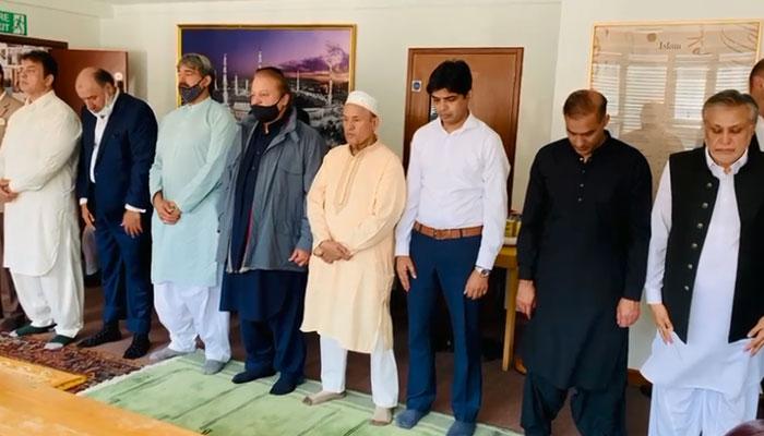 نواز شریف نے اہلِ خانہ و دوستوں کے ہمراہ لندن میں نمازِ عید ادا کی
