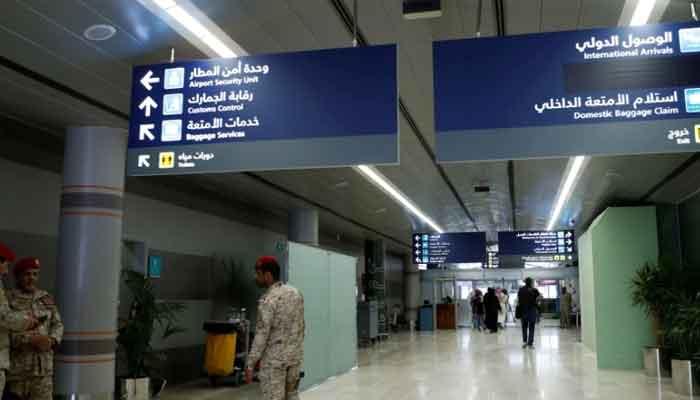 سعودی عرب: بیرون ملک موجود غیرملکیوں کے ویزوں میں 31 اگست تک توسیع کا فیصلہ
