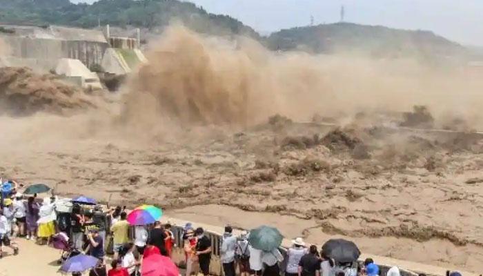 چین ،طوفانی بارشوں کے باعث ڈیم تباہ ہو گیا