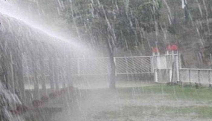 سکھر سمیت سندھ کے کئی شہروں میں آندھی کے ساتھ بارش