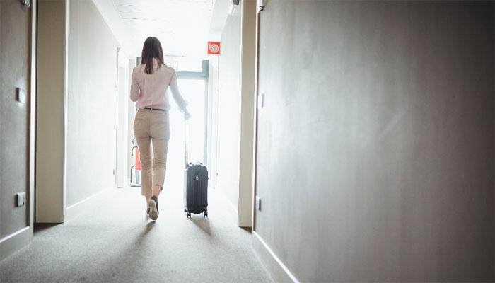 برطانیہ: ہوٹل میں تنہا قرنطینہ خواتین کیلئے ویمنز گارڈز کی تعیناتی کا فیصلہ