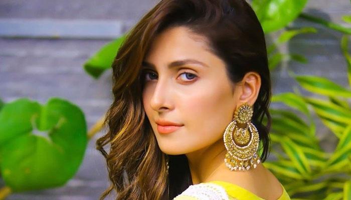 عائزہ خان نے کورونا کی دونوں ڈوز لگوالیں