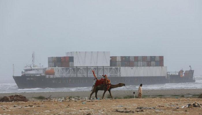کراچی: سی ویو پر پھنسے جہاز سے متعلق اہم حقائق سامنے آگئے