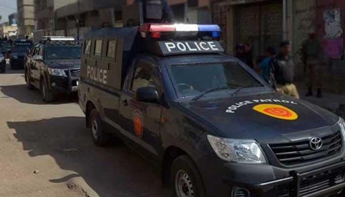 کراچی، پیسے لے کر کورونا ویکسین لگانے والے 2 افراد گرفتار