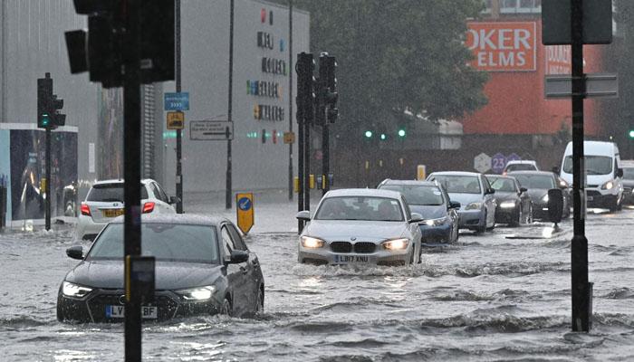 لندن میں طوفانی بارشوں کےبعد سیلاب