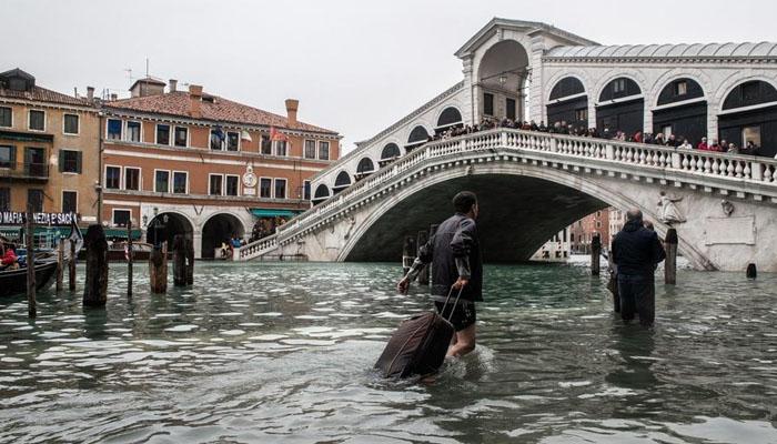 اٹلی :بارشوں اور لینڈ سلائیڈنگ سے بڑے پیمانے پر تباہی