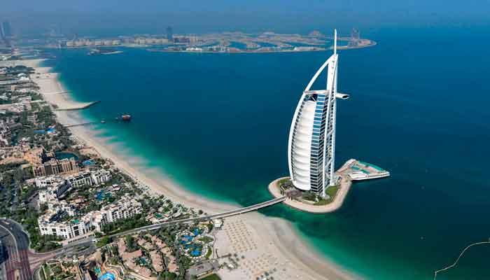 امارات کا غیرملکی ڈاکٹروں کو گولڈن اقامہ دینے کا اعلان
