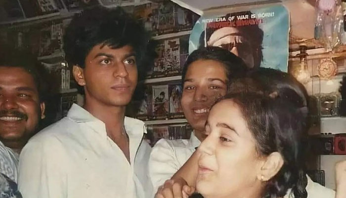 شاہ رخ خان کے اسکول کے زمانے کی نایاب تصویر