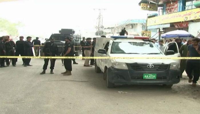 پشاور: پولیس موبائل پر دستی بم حملہ، اہلکار شہید