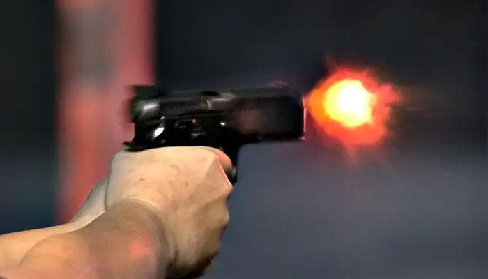 کراچی: ڈاکوؤں کی اندھا دھند فائرنگ، مارٹ کا مالک زخمی