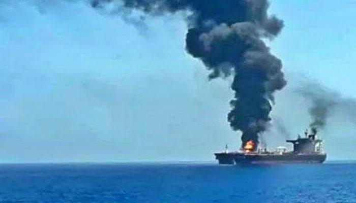 عمان کے قریب آئل ٹینکر پر حملہ، اسرائیل کا ایران پر الزام