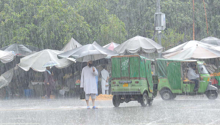 دیامر میں وقفے وقفے سے موسلادھار بارش
