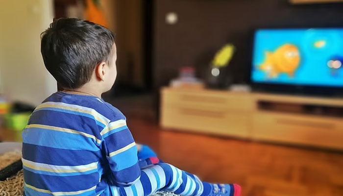 کورونا لاک ڈاؤن، گھروں تک محدود بچے ویڈیو گیمز کی وجہ سے نظر کی کمزوری کا شکار
