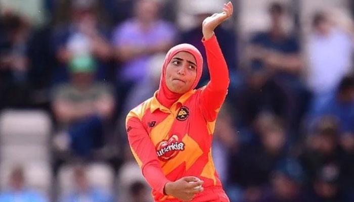 پاکستانی نژاد ابتہیٰ مقصود برطانیہ کی پہلی باحجاب کرکٹر