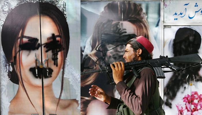 طالبان نے سلون کے باہر خواتین ماڈلز کی تصاویر پر اسپرے کر دیا