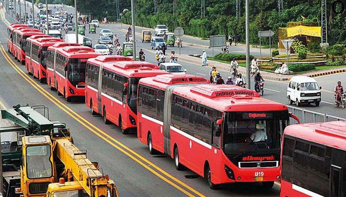 لاہور میں میٹرو بس ڈرائیوروں کا احتجاج جاری