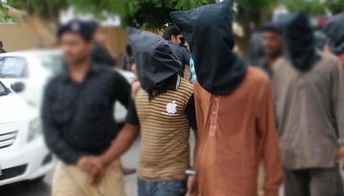 کراچی: ڈکیتی، منشیات فروشی میں ملوث 3 ملزمان گرفتار