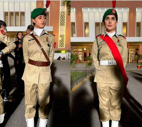 کبریٰ خان اور سجل علی کی خاکی وردی پہنے تصویر وائرل