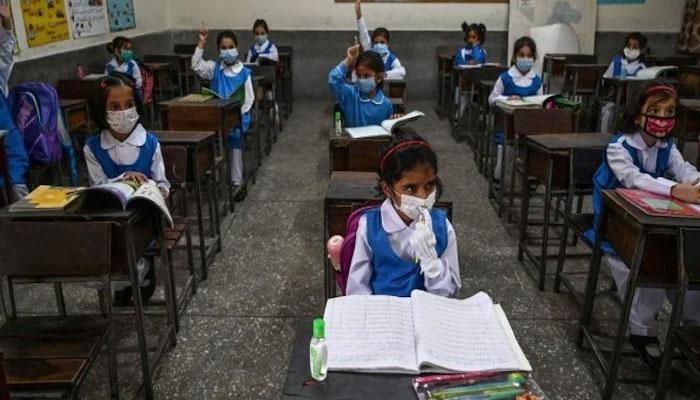 پنجاب میں کورونا کے باوجود اسکول کھولنے کا فیصلہ