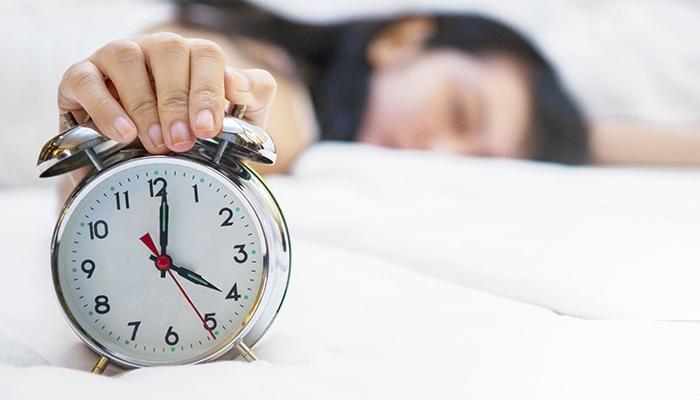 روٹین سے16منٹ تاخیر سے سونا کتنا نقصان دہ ثابت ہو سکتا ہے؟