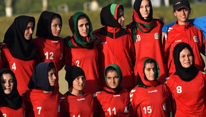 Afghan women's soccer team arrives in Torkham with family