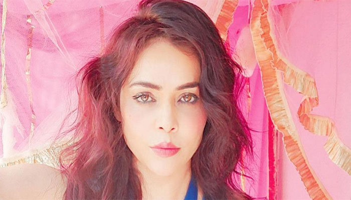 Seven lakh rupees were looted from Indian actress Nikita Rawal