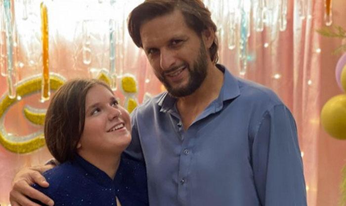 شاہد آفریدی کا اپنی بیٹی کے لیے محبت بھرا پیغام