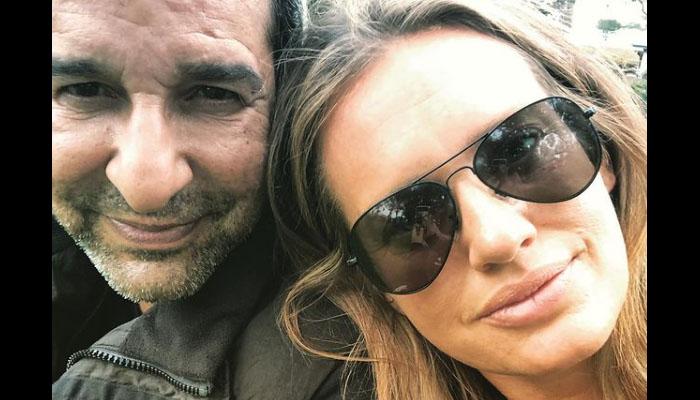 شنیرا اور وسیم اکرم کی طویل مدّت بعد سیلفی