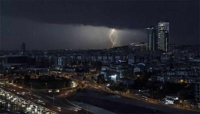 استنبول میں طوفانی بارش، معمولات زندگی متاثر
