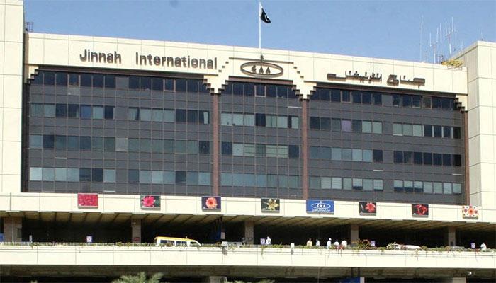 کراچی ایئرپورٹ پر تربیتی طیارہ حادثے سے بال بال بچ گیا