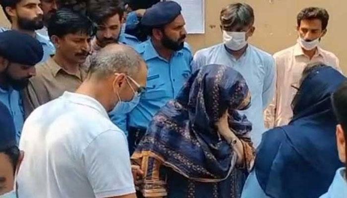 نور مقدم قتل: ملزم ظاہر جعفر کے والدین کی درخواستِ ضمانت پر سماعت پھر ملتوی