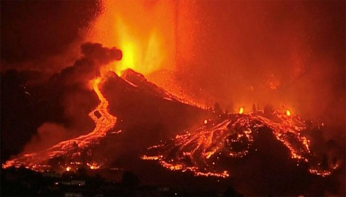 اسپین میں آتش فشاں کا لاوا ہر شے کو اپنی لپیٹ میں لے رہا ہے