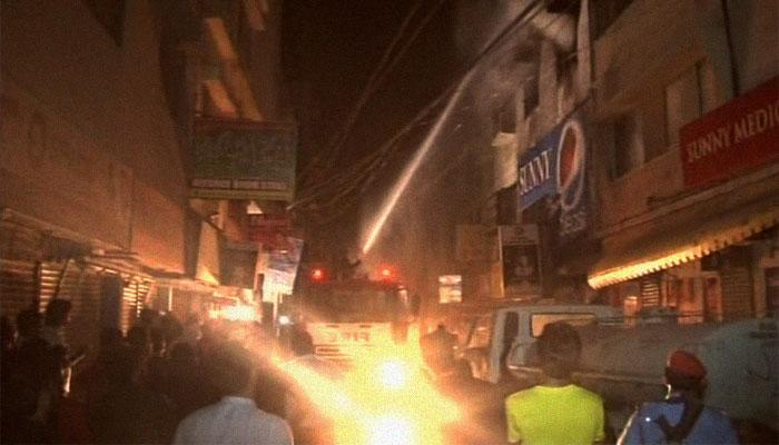 کراچی: یونیورسٹی روڈ پر ریسٹورنٹ میں آتشزدگی