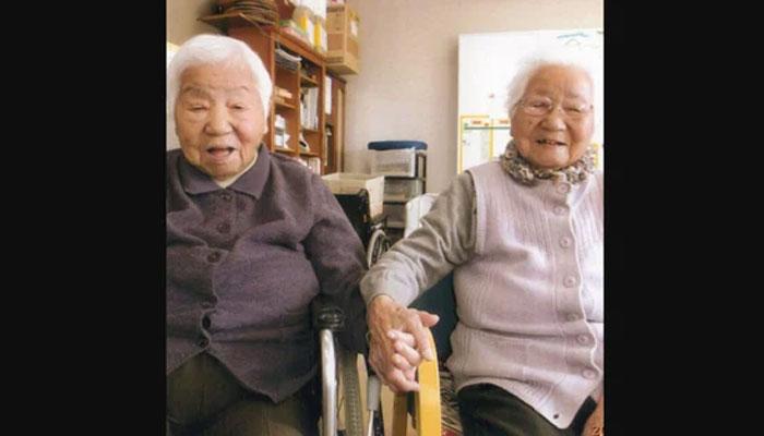 دنیا کی معمر ترین ہم شکل جاپانی جڑواں بہنوں کا نام گینیز ورلڈ ریکارڈز میں شامل