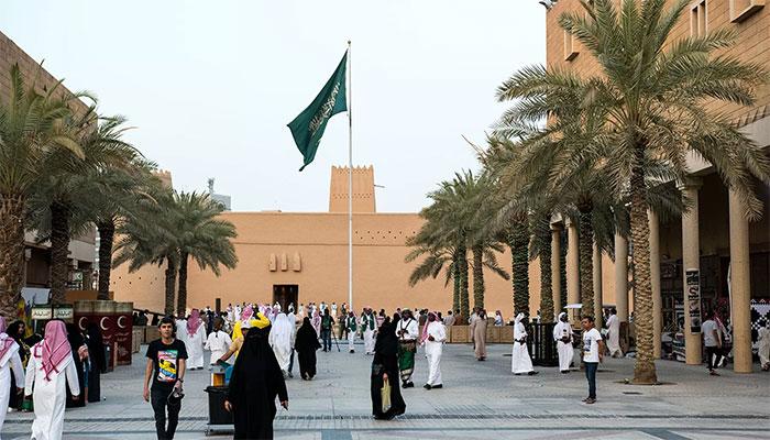 سعودی عرب نے وزٹ ویزوں کی معیاد میں توسیع کردی