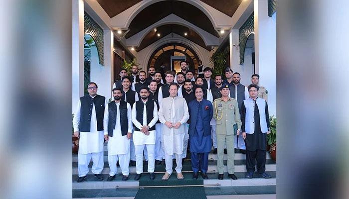 محمد حفیظ اپنے 'ہیرو' عمران خان سے ملاقات پر خوش