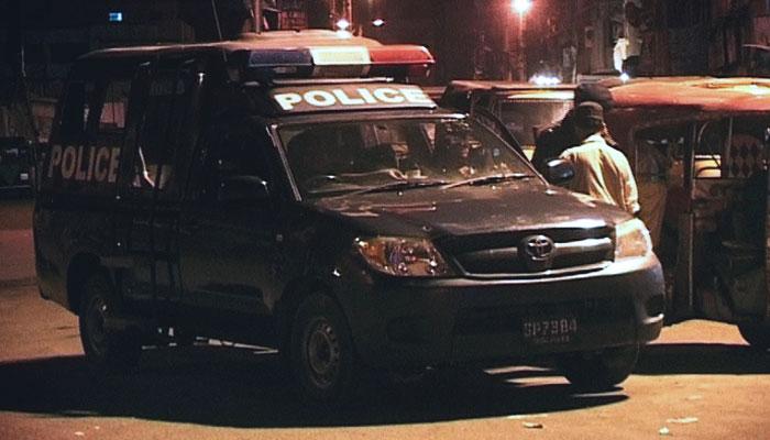 کراچی: دھوبی گھاٹ کے قریب پولیس مقابلہ، اہلکار زخمی