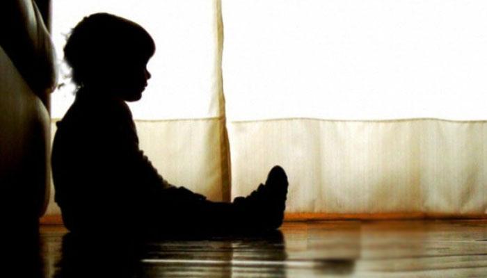 کراچی: سفاک والد نے 3 سالہ بیٹے کے ناخن نکال دیئے