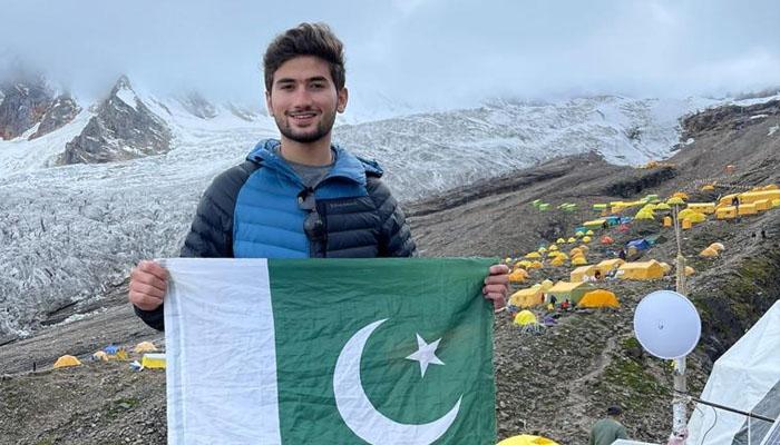 پاکستانی کوہِ پیما شہروز کاشف نے نیا اعزاز اپنے نام کرلیا