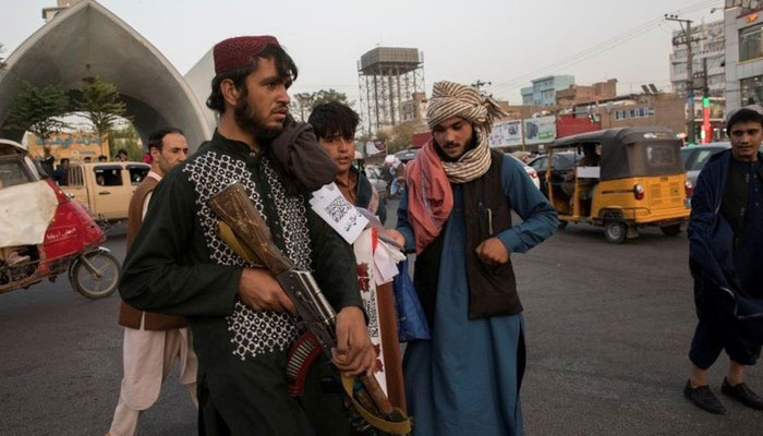 طالبان نے ملزمان کی لاشیں چوک پر لٹکادیں