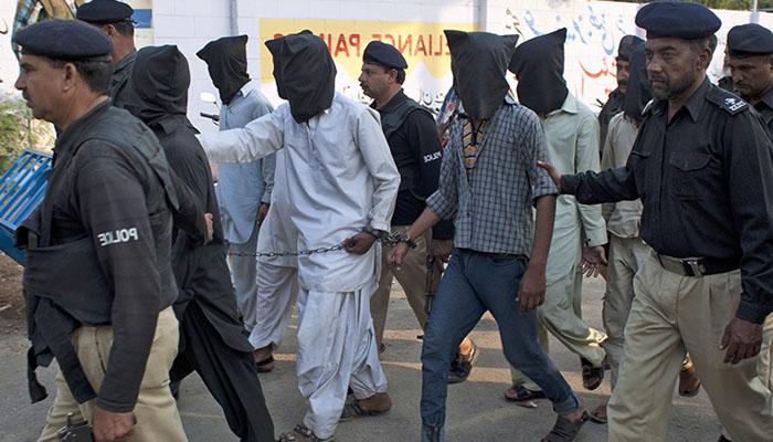 کراچی: ایک ہفتے کے دوران مختلف جرائم میں ملوث 1100سے زائد ملزمان گرفتار