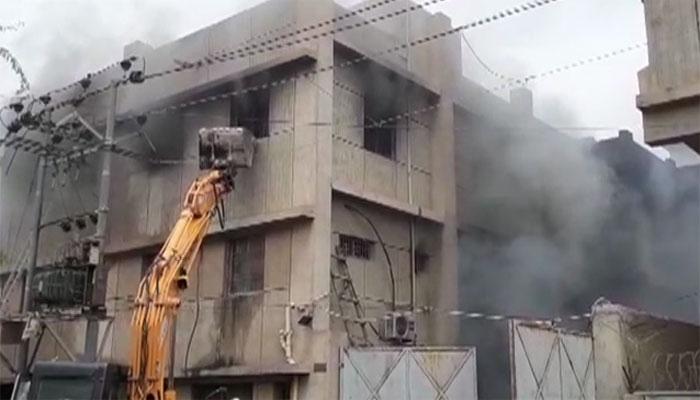 کراچی: فیکٹری میں آتشزدگی کی تحقیقات، 1401 پلاٹس کی الاٹمنٹ منسوخ