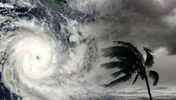 طوفان 'گلاب' کراچی سے 2200 کلو میٹر دور، تیسرا الرٹ جاری