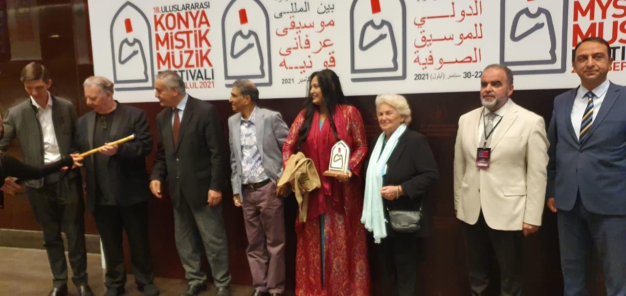 ترکی کا انٹرنیشنل صوفی میلہ سائرہ پیٹر نے لوٹ لیا