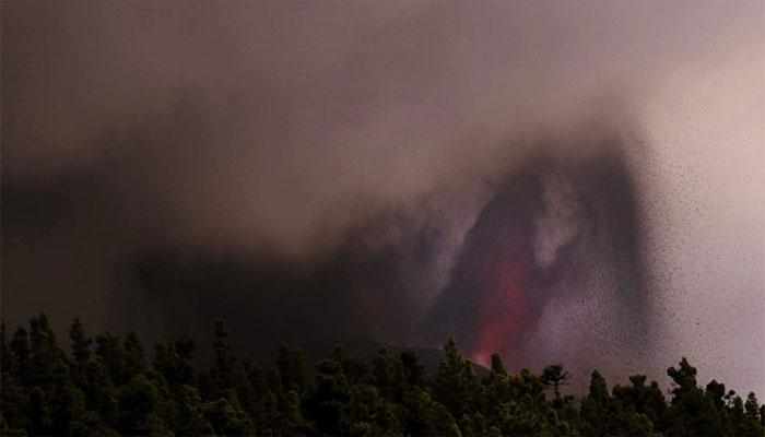 اسپین: آتش فشاں پہاڑ سے لاوے اور گیسز کے اخراج میں دوبارہ تیزی